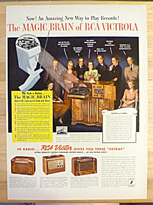 1941 Rca Victor Victrola With Group Of People Talking