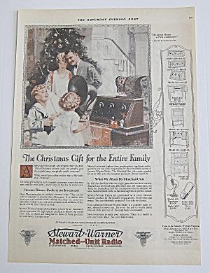 1925 Stewart Warner Radio With Family At Christmas