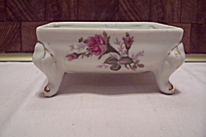 White Porcelain Flower Decorated Footed Box/cache Pot