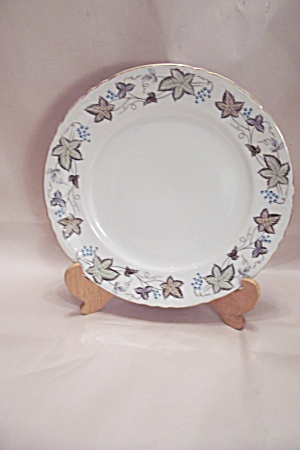 Style House Bordeaux Pattern Fine China Dinner Plate
