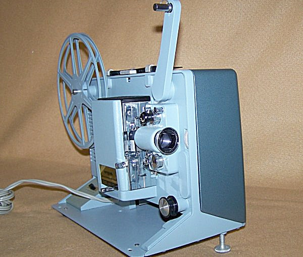 Vintage Argus Mod M-500 Showmaster 8mm Movie Projector