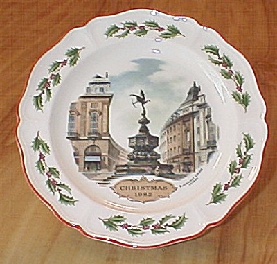 Wedgwood China Piccadilly Circus London Plate Christmas 1982