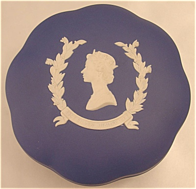 The Queen 's Silver Jubilee Wedgwood Jasper Candy Box