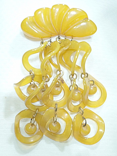 Beautiful Butterscotch 1930s Shell W/cascading Dangles Bakelite Brooch