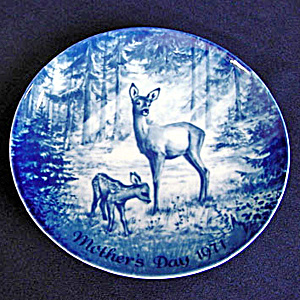 Doe And Fawn Blue And White 1971 German Mothers Day Plate