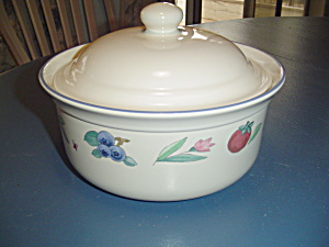 Pfaltzgraff Summer Garden Covered Casserole
