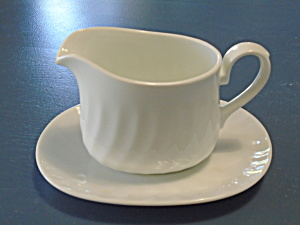 Corelle Enhancements Gravy Boat And Under Plate