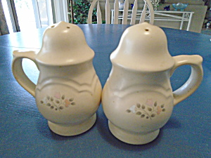 Pfaltzgraff Remembrance Stove Top Handled Salt/pepper Shakers