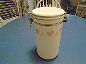 Corelle Forever Yours Plastic Pasta Canister W/hinge Lid