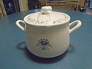Jay Imports Blue Heart Corelle Stoneware Covered Pot/casserole