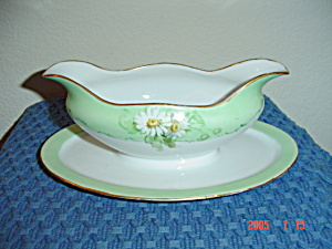H And C Daisy Design Gravy Boat W/attached Undertray