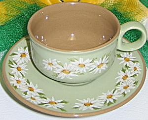 Taylor Smith Taylor Lazy Daisy Cup & Saucer Set
