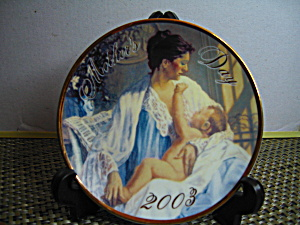 Avon Held In Loving Arms Mother's Day 2003 Plate