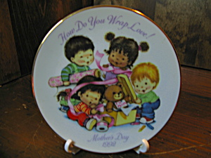 Avon How Do You Wrap Love 1992 Plate