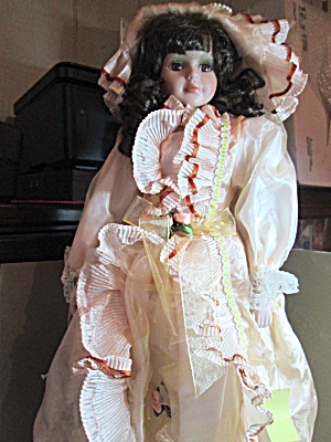 Victorian Classics Elizabeth Collection Doll