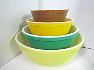 Vintage Pyrex Solid Color Stacking Bowl Set