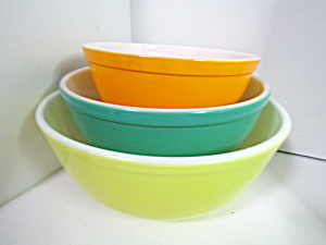 Vintage Pyrex Solid Color Stacking Three Bowl Set