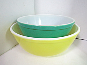 Vintage Pyrex Solid Color Stacking Two Bowl Set