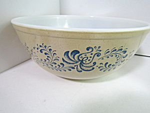 Vintage Pyrex Homestead Large Nesting Bowl