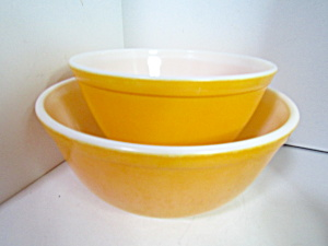Vintage Pyrex Stacking/mixing Bright Yellow Bowl Set
