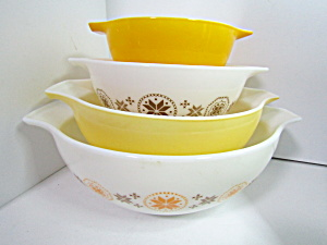 Vintage Corning Pyrex Town &country Cinderella Bowl Set
