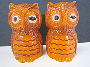 Vintage Plastic Winking Owls Salt & Pepper Shaker Set