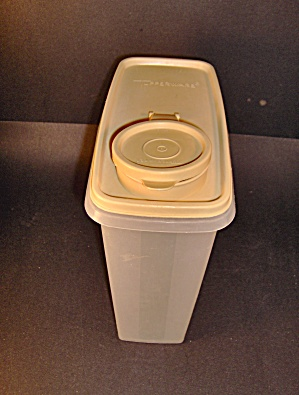 Tupperware Cereal Storer\ Container Harvest Gold Lid