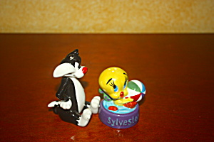 Tweety With Sylvesters Bowl Salt & Pepper