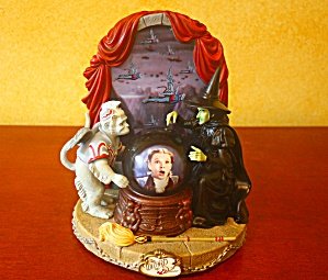 Wiz Of Oz Wicked Witch And Dorothy Snow Globe