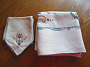 Embroidered Linen Tablecloth & Napkins
