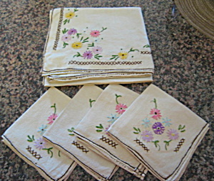 Embroidered Table Linen W/napkins