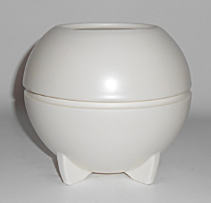 Metlox Pottery Mineral Maid 2-pc White Bubble Ball Mint