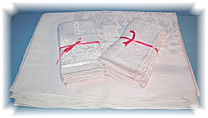 Damask Pinktable Cloth 8 Matching Napkins