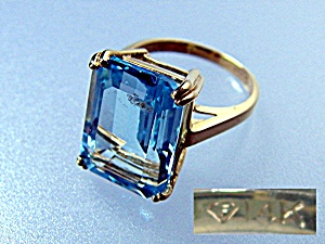 Ring 14k Gold Blue Square Topaz