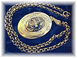 Necklace Large Goldtone Picture Locket & Chain