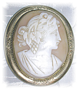 Deeply Carved Antique Cameo Brooch......