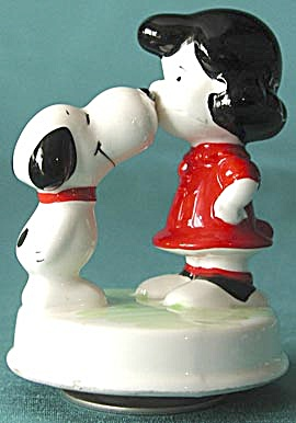 Vintage Snoopy & Lucy Kissing Music Box
