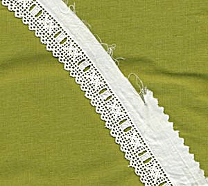 Vintage White Cotton Trim Grid Type Pattern