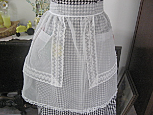 Lace Pocket Apron