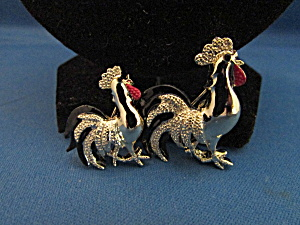 Two Roosters Pin