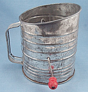 Bromwell's - Crank Tin Sifter - Red Handle, 5 Cup