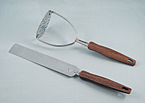 Ekco - Icing Spreader, Brown & Black Handle