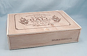 Castle Hall - Fine Preminum Tobacco - Wood Box