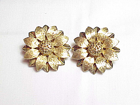 Vintage Sarah Coventry Brushed Gold Tone Flower Clip Earrings